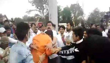 patna-city-politics,news,state,Bihar politics, Supporters of two BJP leaders, Clash between supporters,Ravishankar prasad,RK sinha,Patna sahib loksabha seat, Patna airport,पटना एयरपोर्ट,भाजपा नेता के समर्थक, रविशंकर प्रसाद,आरके सिन्हा,समर्थक भिड़े,News,National News Patna City Bihar hindi news,bihar news, patna news,lok sabha election,bjp supporter,ravi shankar prasadmp rk sinha, bihar bjp,रविशंकर प्रसाद, बिहार न्यूज, पटना न्यूज,bihar politics,nalanda live news,nalanda news